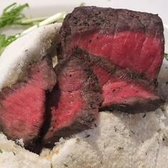 神戸牛の塩釜焼ローストビーフ