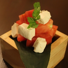 神戸トマトとクリームチーズのコロコロカプレーゼ