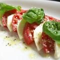 料理メニュー写真フルーツトマトとモッツアレラチーズのカプレーゼ