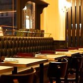 テーブル席は人数にあわせてレイアウト変更可!