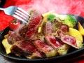 料理メニュー写真鉄板牛ロースステーキ(200g)