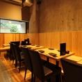 【テーブル席 4×3】12名様座れるテーブル席はご友人とのお食事や宴会にも最適!!木のぬくもり溢れる店内でゆっくりとお過ごしください※喫煙可