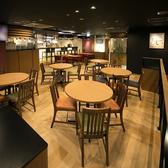 ビールを美味しく・楽しく飲みたい方はこちらのお席へ!大型モニターでのサッカー観戦や野球観戦もたいへん好評なお席です。