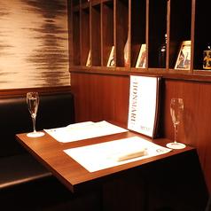 テーブル席は2名~8名様までご利用頂けます。落ち着いた雰囲気の店内はデートにもぴったりです!