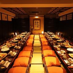 40名様用の個室です。季節の味を楽しめる各コースに、お1人様+500円で、地酒15種を含む「越後の地酒飲み放題」に変更できます。新鮮な海鮮やお肉を使った和食と日本酒の相性は抜群。10名様以上のコースご予約で、旧長岡市内に限りバスで無料送迎致します。
