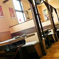 テーブル席は家族や女子会など少人数でのお食事に◎