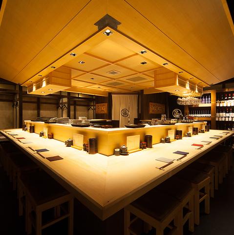 大人気のカウンターの他に、完全個室、小上がり、テーブル席を完備しております。