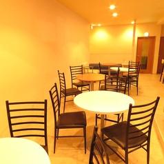 連結可能なテーブル席!テーブルや席を増やすこともできるので大人数にも対応できます♪