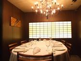 【6名様用個室】 煌くシャンデリアの下、ゆったりとディナーをお楽しみいただけます。