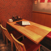 雰囲気抜群!2名様から22名様までお座りいただけるテーブル席です!ご宴会・バースデーパーティー・デート多様なシチュエーションに対応できます!