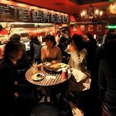少人数から対応できるテーブル席をご用意♪友達同士のグループや会社帰りの飲み会に最適です。