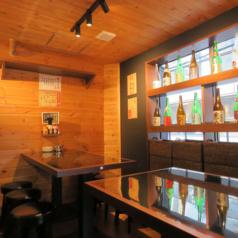 【2階】レトロな雰囲気の店内で、ボリューム満点なお料理が楽しめます!BGMも80年代の懐メロが~♪2階フロア貸切は25名様より承ります◎