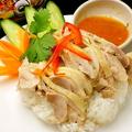 料理メニュー写真カオ・マン・ガイ(ゆで鶏のせ炊き込みご飯)