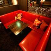 4名様~6名様対応のBOXソファー個室1明るい雰囲気で、女子会も盛り上がります♪