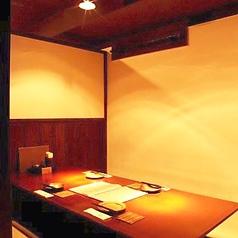 半個室のお席もいろいろなタイプのお部屋をご用意しております。週末はやはりご予約頂くのが確実です。