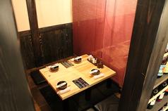 2名~4名個室.4名様まで利用できる個室ファミリー・接待・デートに最適な空間です。席タイプ掘りごたつ 個室仕切り半個室5畳 人数2名様~4名様 チャージ無料 喫煙可