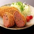 料理メニュー写真肉汁あふれる牛タンのメンチカツ