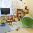2階の個室にはキッズスペースがあります♪禁煙の個室なので安心。テレビやおもちゃもあるので小さなお子様も楽しめますよ◎!