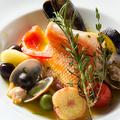 料理メニュー写真築地の魚屋さんが選んだ鮮魚のアクアパッツァ