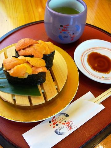 新鮮なネタに舌鼓。日本人ならではの贅沢を味わおう。持ち帰り用メニューもある。