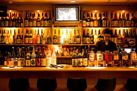 有名銘柄を含む焼酎約100種・カクテル60種と豊富にお酒をご用意♪カラオケもあり。