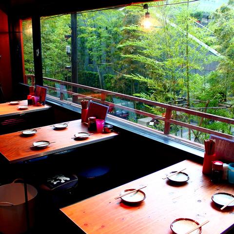 日本橋CORED裏。お席のみのご予約可。会議後の打ち上げ・納会・イベント後の貸切OK