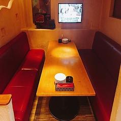 8名様まで対応可能の人気のソファー席。