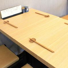 4名様テーブルを2つご用意しております。