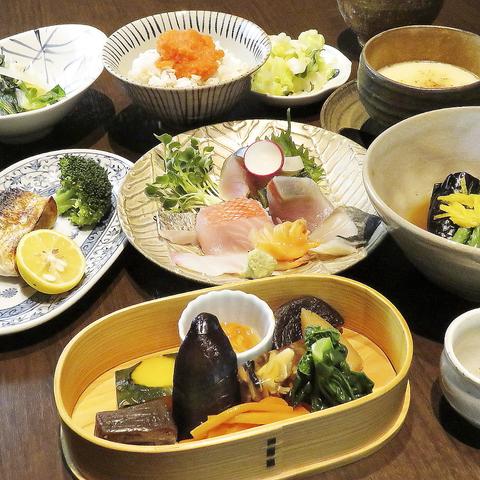 【旬の海鮮を余すことなく味わう】お造りや八寸、絶品茶碗蒸しなど《全9品》四季彩コース10000円