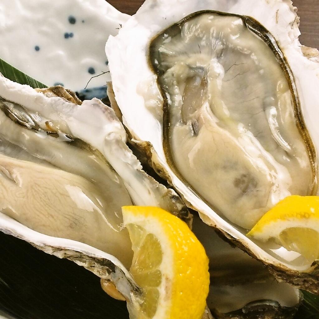 高級食材として名高い『厚岸の牡蠣まるえもん』!Lサイズ二個でなんと500円(税抜)で食べられます!