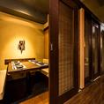 和の情緒あふれる個室席は、都心の居酒屋とは思えないほど落ち着きのある高級感溢れるお席です。扉付きの空間ですので、周りを気にせずにお客様だけの有意義なお時間をお過ごしいただけます。