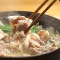 【10月~3月限定】お一人様+500円で、コース料理に鍋をつけることができます。塩もつちゃんこ鍋と、キムチチゲ鍋をご用意しております。