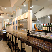大理石のカウンターで、ランチでお一人様のご利用や、ディナーではイタリアンバルのような軽めのお食事にも人気です。会場サーラでの貸切の際は、幹事様スペースとしてもご利用できます。
