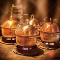 店では極上の「釜戸炊き銅鍋御飯」をお召し上がり頂けます。佐渡産の氷温熟成米コシヒカリを麒麟山酒造の仕込み水「山水」を使用し、燕の伝統工芸「鎚起銅器」で炊き上げる事で、本来の甘みや香りを最大限引き出しました。