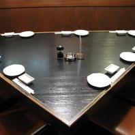 【三角テーブル】常連さんにも人気のお席