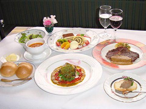 【ディナー】夜のディナーコース3850円(税込)