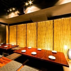 浜松町・大門エリアでの落ち着いた雰囲気を求めるご接待や会食に、女子会や合コンなどのご友人と気兼ねなく楽しみたいお客様に、それぞれのシーンに合わせて個室席をご用意♪間接照明の優しく照らす大人の個室空間で素敵なご宴会を…♪