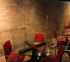 宴会にピッタリのテーブル席。円になっているので会話がしやすく盛り上がること間違いなしです♪