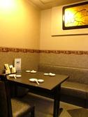 友人や家族にぴったりのテーブル席をご用意!!宴会だけでなくプライベートでも利用できる老舗梅子!!