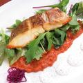 料理メニュー写真真鯛をオーブンでじっくり焼き上げ 雲丹クリームソースで