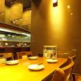 テーブル席は、パーテーションで区切ると半個室風に!