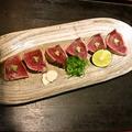 料理メニュー写真鰹塩タタキ