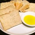 日曜日には本格パン職人が作るチアシードパンをご用意してます!ぜひ出来立てを。
