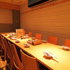 半個室のテーブル席12名様まで利用可能です。