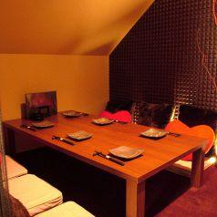 シンプルモダン。最大6名様用個室。