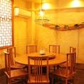半個室タイプのテーブル席。円卓を囲んで皆で会話がお楽しみ頂けます