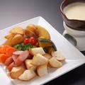 料理メニュー写真・彩り野菜のチーズフォンデュ