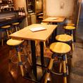 入ってすぐのテーブル席は最大2~10名まで収容可!
