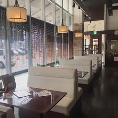清潔感溢れる空間でゆっくりとお食事を愉しめます。
