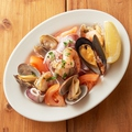 料理メニュー写真■5種の魚貝とトマトのさっぱりレモンマリネ